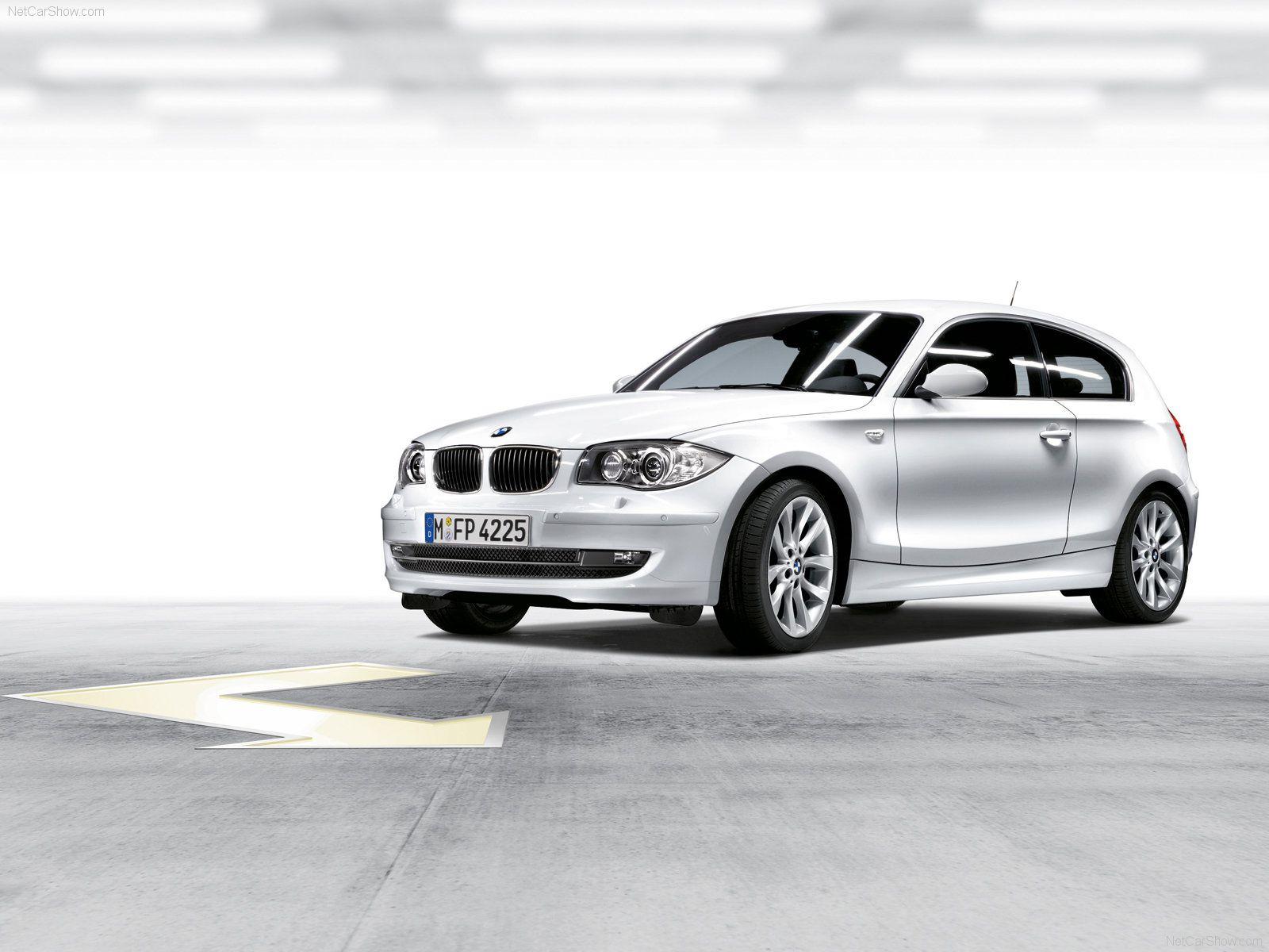 белая BMW E81 1-й серии, фото, обои