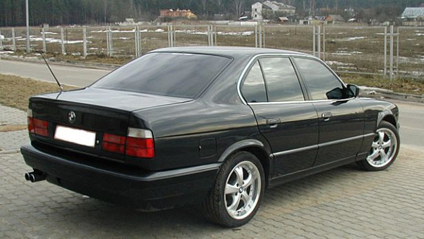 autopedia_BMW_5_Series_E34_5er_E34_104768.jpg