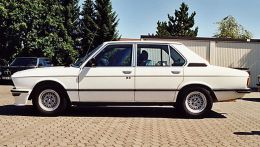 autopedia_BMW_5_Series_E12_M5_E12_128822.jpg