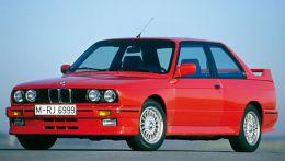 Описание BMW 3-й серии с кузовным индексом Е30 выпускалась с 1982 и по 1990, а некоторые модели продержались до 1994 пока не были полностью заменены следующим поколением БМВ Е36
