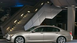 autopedia_BMW_7_Series_F01_F01_993620.jpg