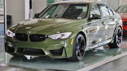 Американский рынок захватила BMW M3 в индивидуальной военной раскраски.