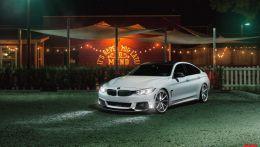 Ослепительно белая BMW 4-й серии Gran Coupe на роскошных колесах Vossen
